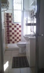 Salle-de-bain à partager dans la maison principale